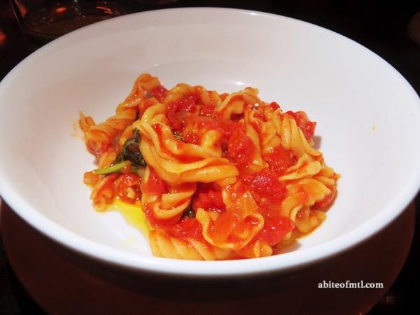 Venti Osteria - Fusiloni al pommodoro piccante e basilico Spicy tomato and basil fusiloni